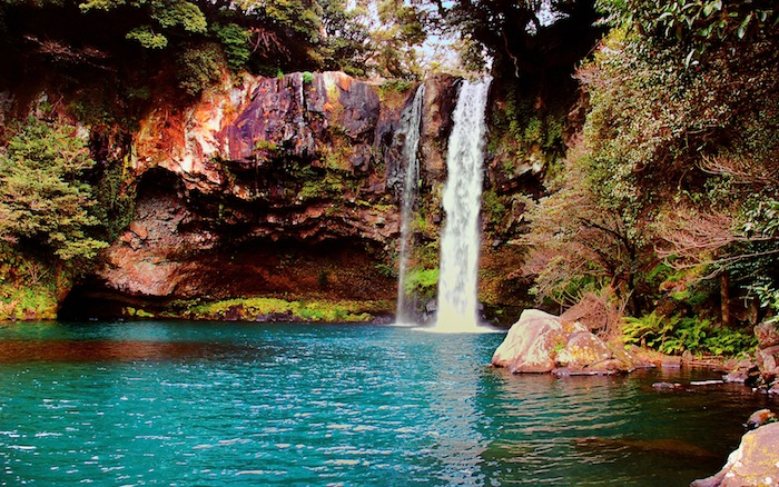 Waterfall_on_Jeju_Island,_Korea