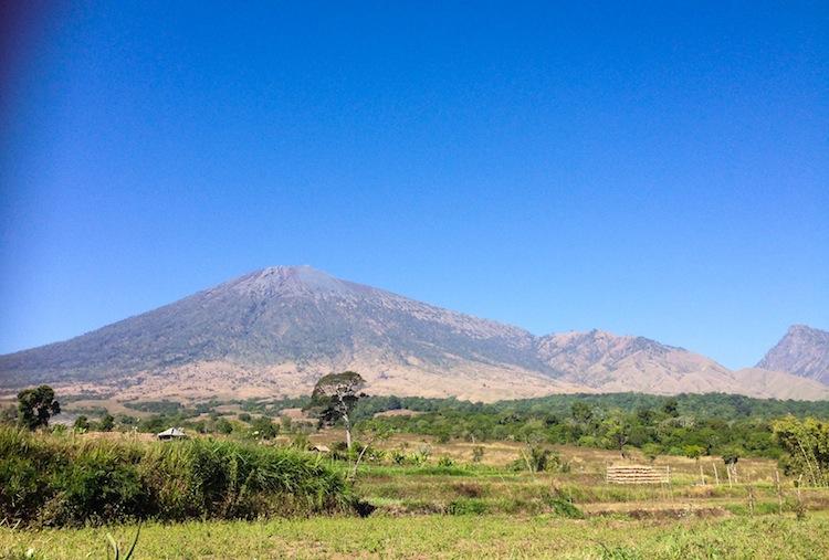 climbing Mt Rinjani Volcano