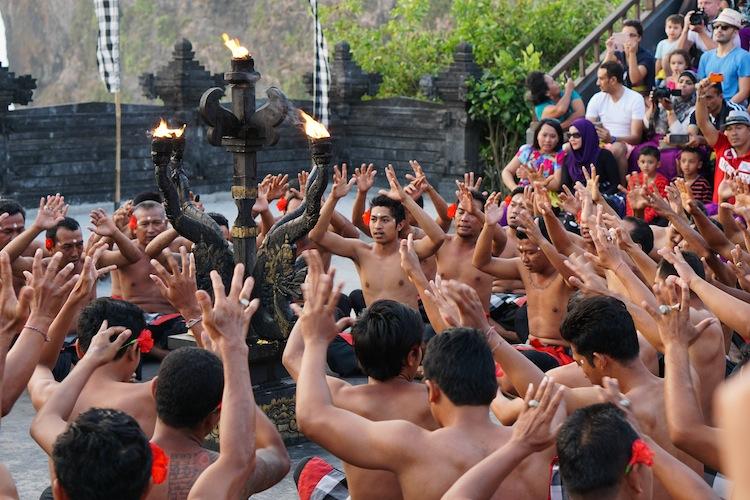 kecaka dancers at uluwatu